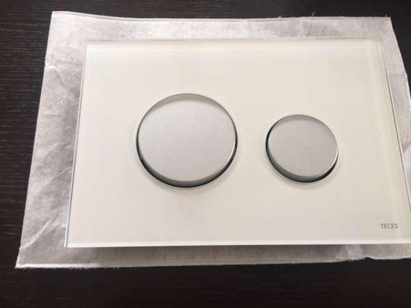 Tece szklany przycisk uruchamiający do wc